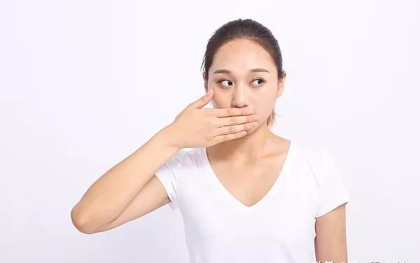 医生强调:3类食物别往嘴里塞,癌症轻易不会找上门
