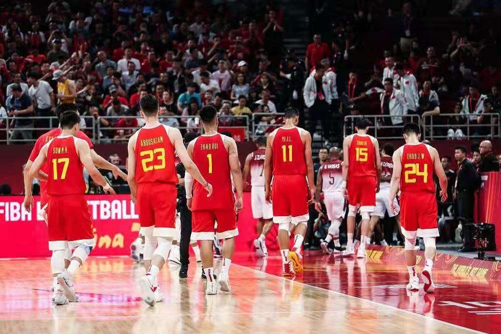 主控7中0,篮板输了21个,中国队59: 72不敌委内瑞拉!这败的真不冤