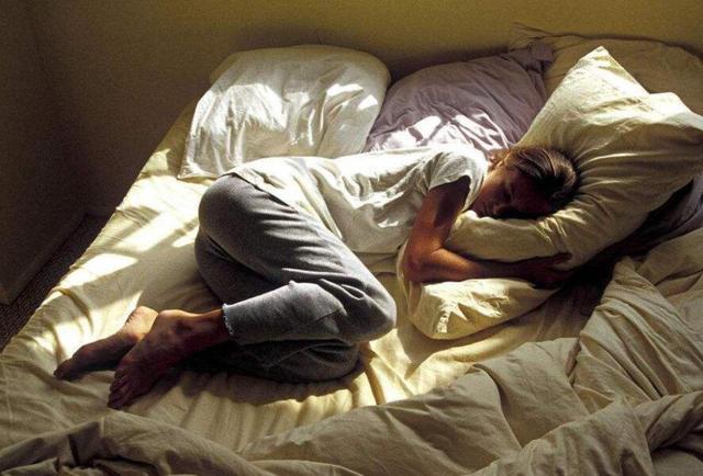 原创            怀孕后要和老公分开睡吗?四位妈妈的不同应对,夫妻关系好坏明显