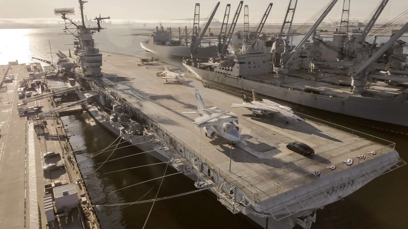 0-145-0公里/h僅用10.7秒!保時捷Taycan軍艦甲板上玩測試