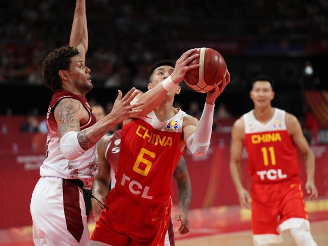 一败再败!中国男篮13分惨败!姚明眼含泪水,令人心疼!