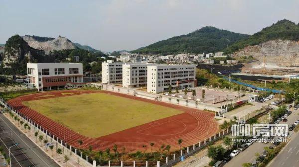 马鹿山中学实景、拍摄于2019年8月