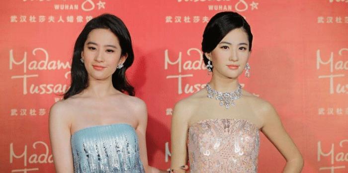 刘亦菲蜡像美如画,而杨紫的丑出天际,网友 淘宝买的