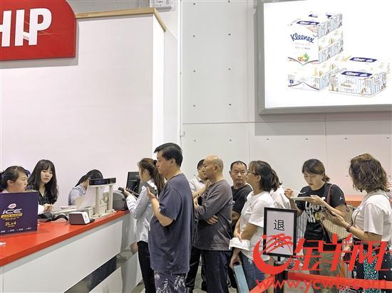 Costco開業一周退貨區排起長隊 買單基本無需排隊
