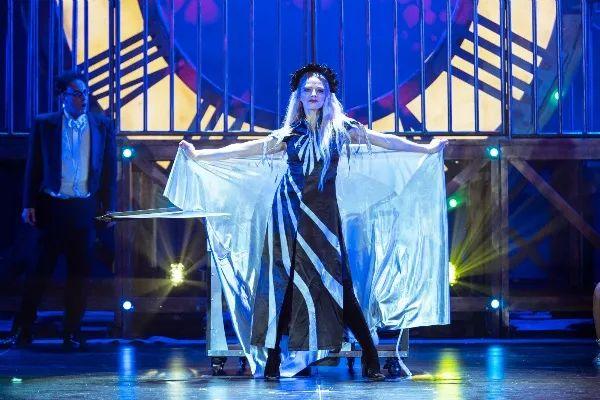 魔术世界丨一场魔力四射,点燃全场的魔术秀