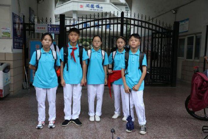 安徽首例龙凤五胞胎同时上初中,分布在五个班级,开家长会咋办?