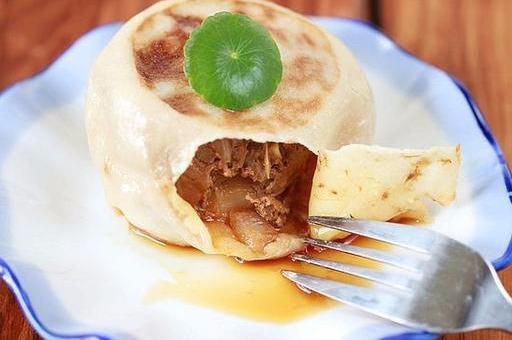 北京神级小吃门钉肉饼,祖传配方分享给你,还有不烫嘴的吃法