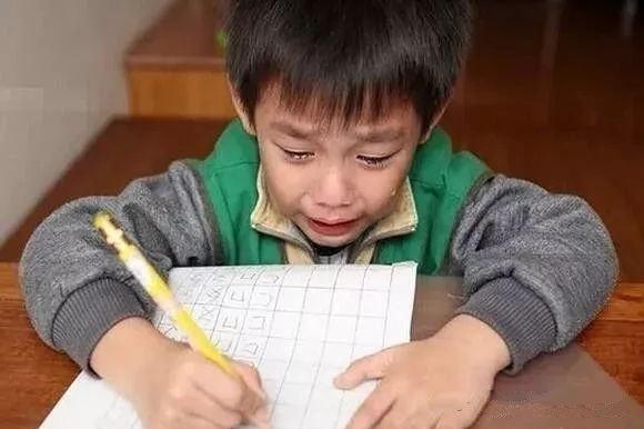 """9岁小学生,赶暑假作业赶出""""心脏病"""",经手术出院刚好赶上开学"""