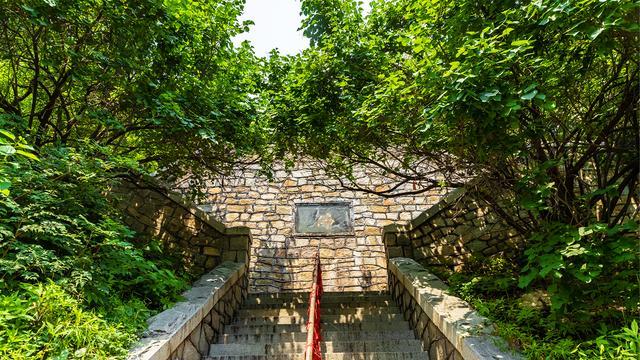 <b>泰山后山里有座鲜为人知的千年古寺,一个让人神清气和的地方</b>