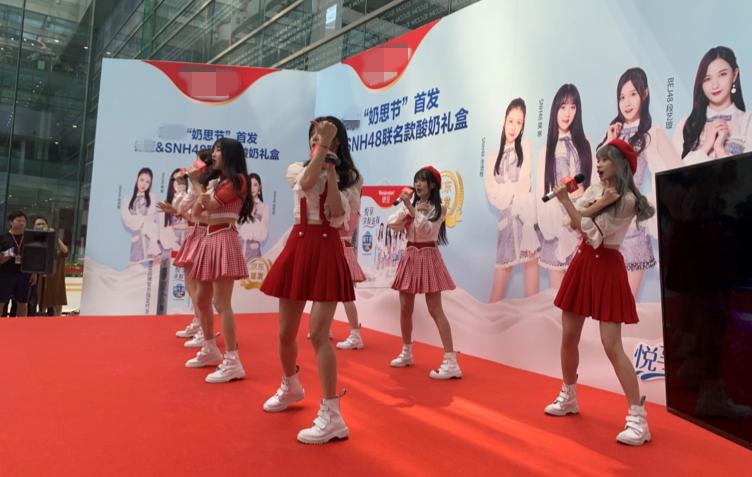 SNH48 吴哲晗、张语格、莫寒等丝芭成员现身品牌活动 青春靓丽引众人围观