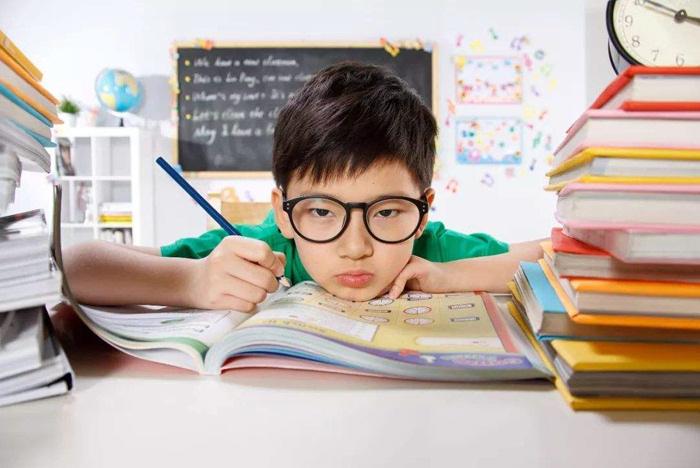 原创            心理不健康的孩子,大多都有这3种表现,家长别再轻视了