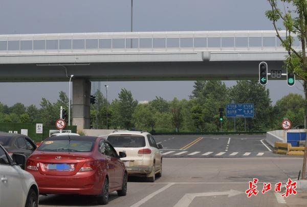 好消息!武汉机场路高架地面辅道今日通车