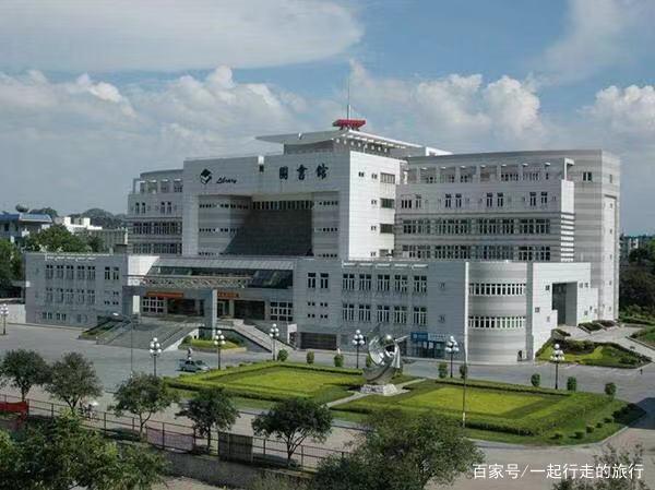 """中国最""""霸气""""大学,建在5A景区内,网友:进去还得买门票?"""