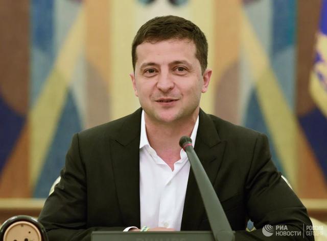 乌克兰公布总统泽连斯基8月工资:税后不到一千美元