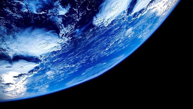 哪种物质能穿透地球?中微子,暗物质暗能量,三选一,选对了吗?