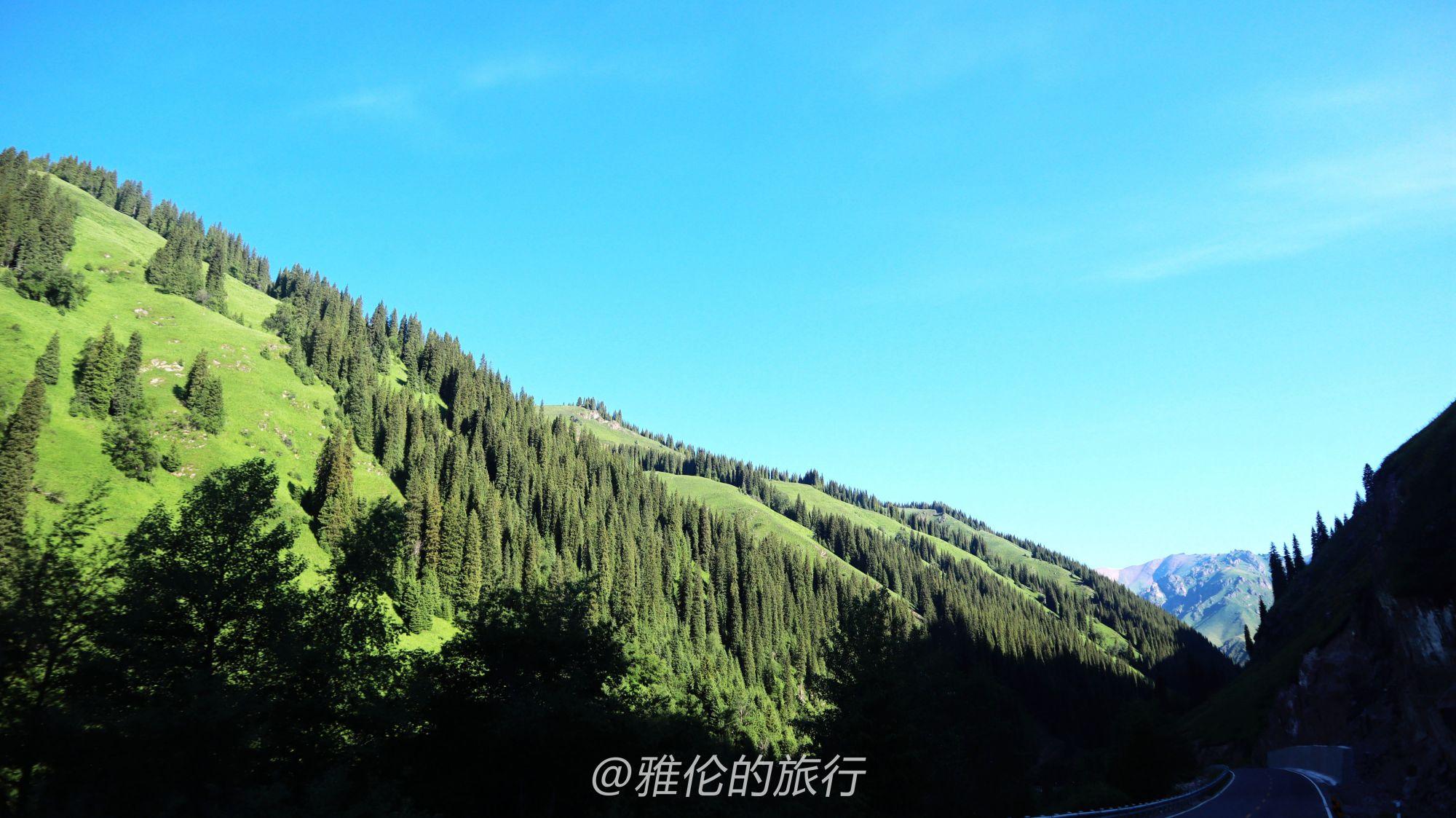 新疆独库公路,晚上10点封路早上8点放行,乔尔玛美到颠覆认知?