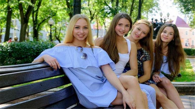 白俄罗斯男女人口比例_白俄罗斯女人图片