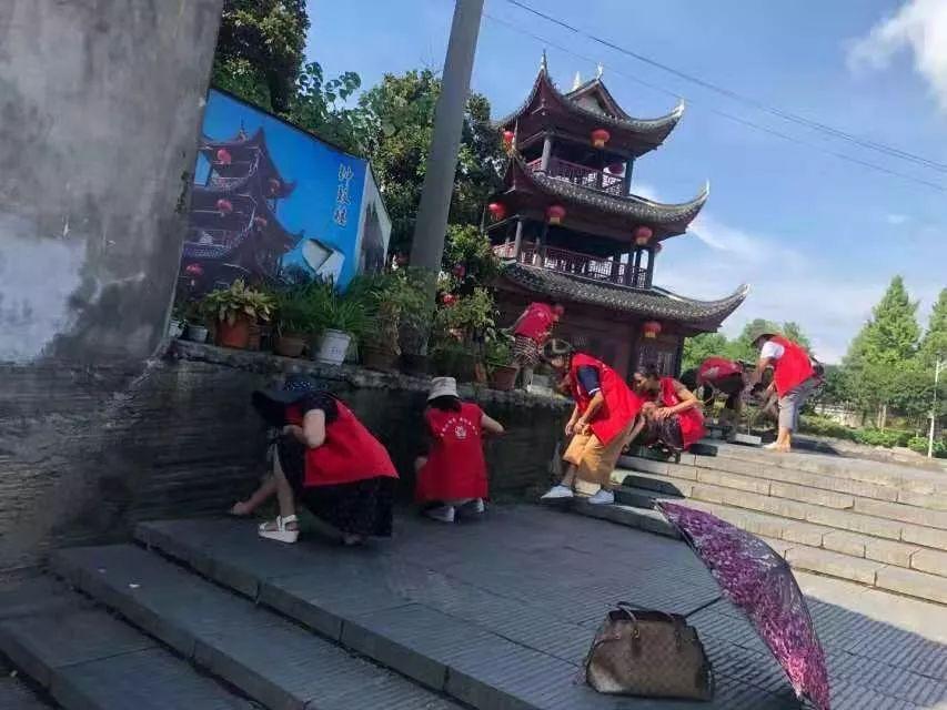 微洪江|【文明监督岗】 古城社区志愿劝导队,好样的!
