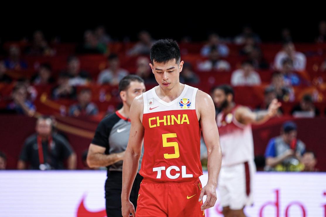 中国男篮无缘16强!最受争议国手爆发成徒劳,今夜他可昂首离开