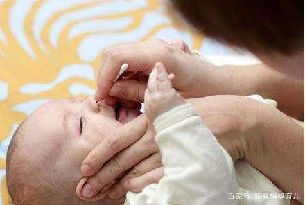 新生儿鼻子总是哼哧哼哧响,千万别当感冒,多是这3个原因