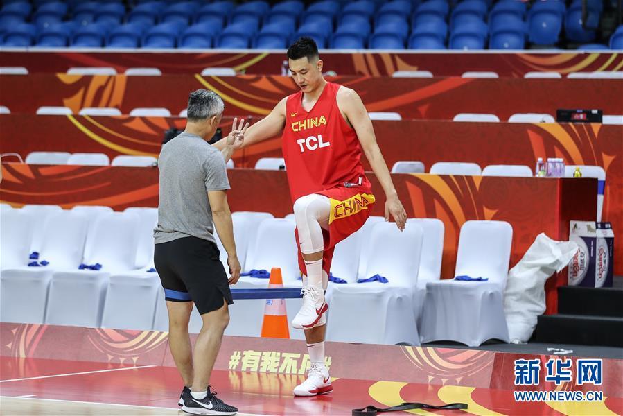 中国男篮在广州进行赛前训练