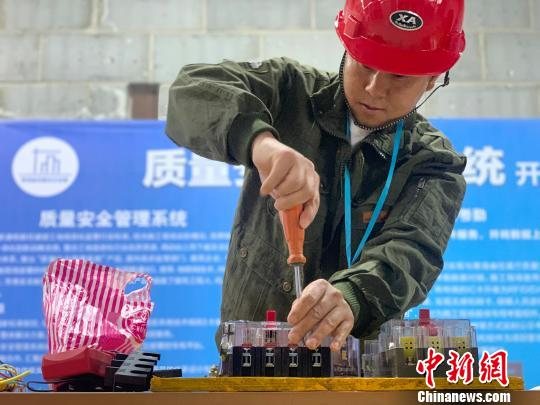 """青海建筑业企业农民工比拼技能展示""""工匠精神"""""""