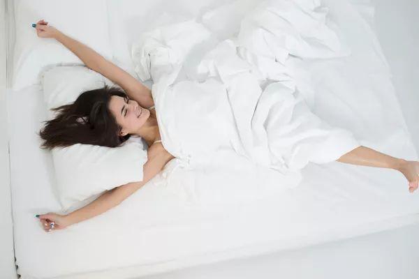 【科普】睡觉是最好的补药!睡多久、啥姿势最补?很多人都做错了