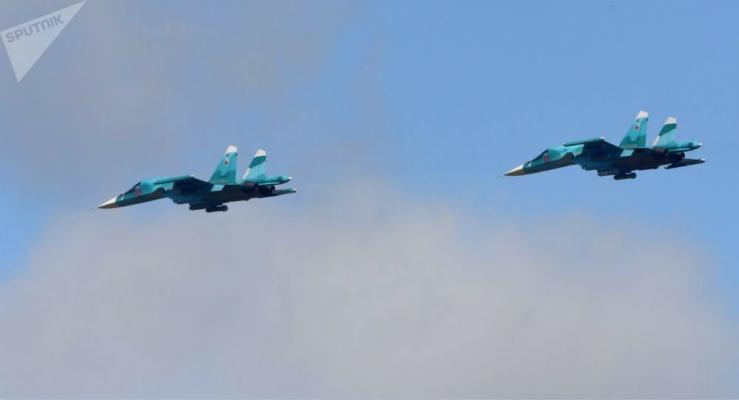 俄罗斯两架苏-34战机空中相撞 机身严重破坏