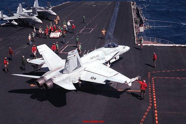 同样是双发舰载机,F/A-18和歼-15比拟,有哪些好处?