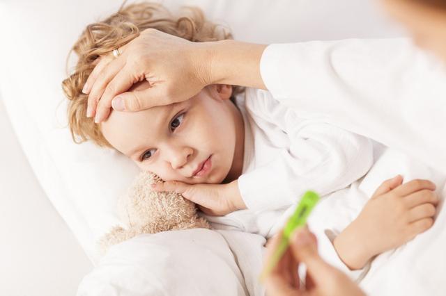 宝宝高烧抽搐怎么办?切忌强制按压、掐人中或塞住嘴巴