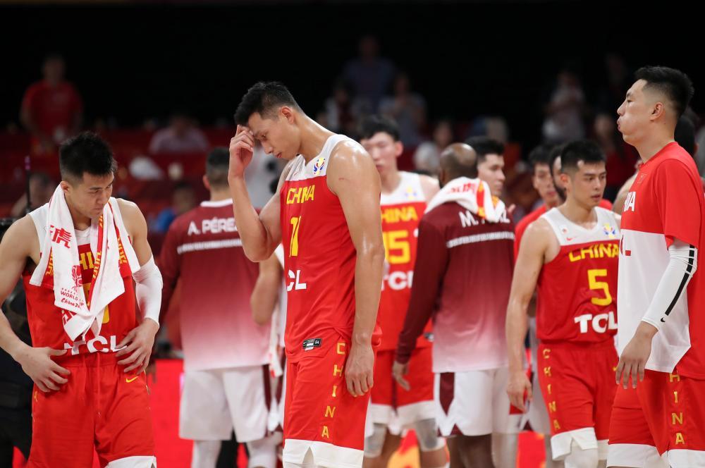 球队球员—中国男篮对战韩国 姚明亲临广州督训 心理调适也很重要