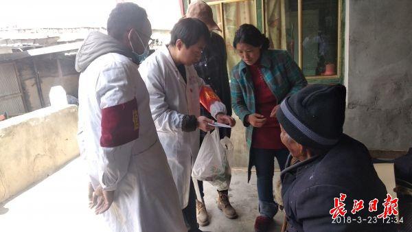 为说服难产牧民入院生产,援藏医生答应了她这个要求