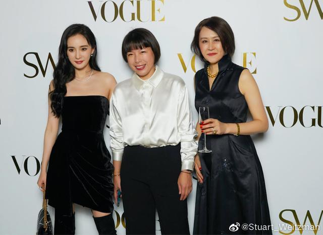 杨幂甩不掉的嘉行大礼包:每年拍剧带新人,品牌活动、综艺也要带