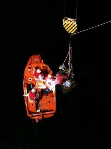 23名渔民海上遇险,幸亏他们紧急驰援