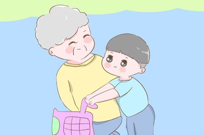 老人独自带娃是什么样?隔着屏幕感觉到了累,不妨一看