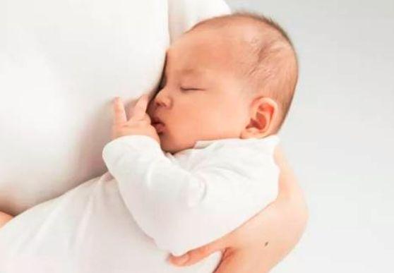 怀孕几个月会有奶水流出