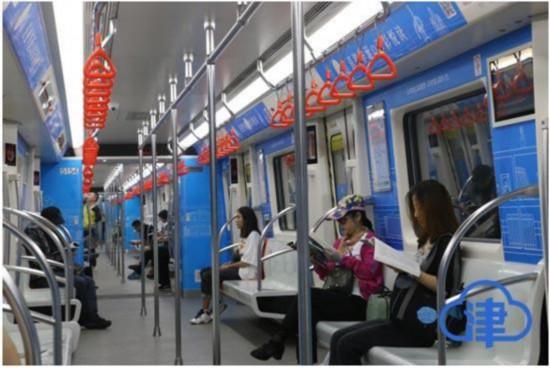 """天津:""""地铁漂流""""活动漂流图书2000余册市民享阅读乐趣"""