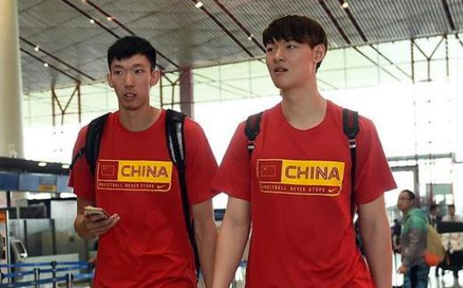 一口毒奶!场均22.7+12大佬太谦虚,称中国三大中锋都是NBA级别