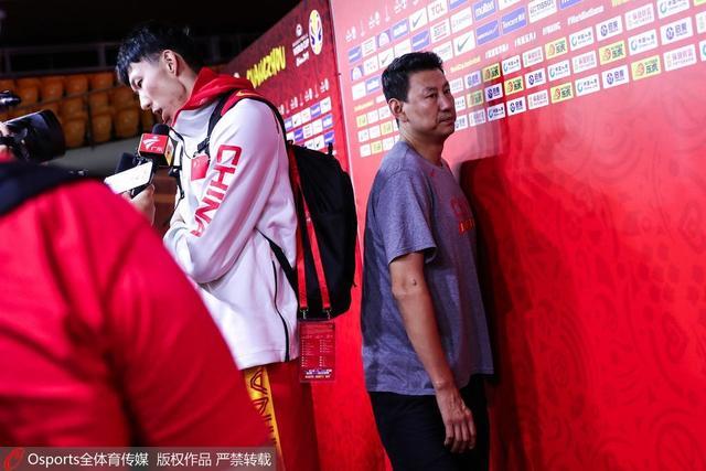 万众瞩目!中国男篮生