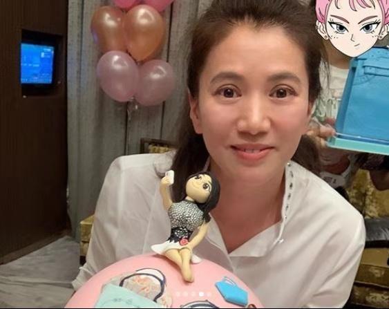 袁咏仪低调庆生,一脸褶子多,不打针的脸就是漂亮!