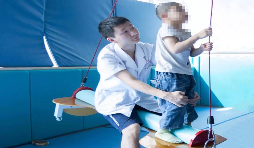 另外51万元帮助112名智力障碍儿童开展康复训练.图片