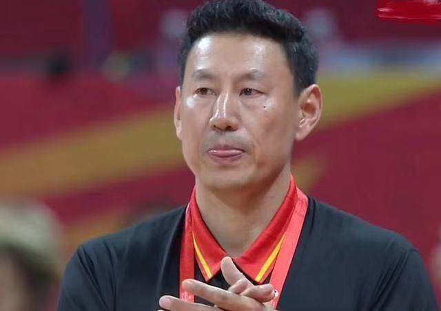 中国队险胜韩国4分,看看球迷说了什么?中国男篮是时候改变了