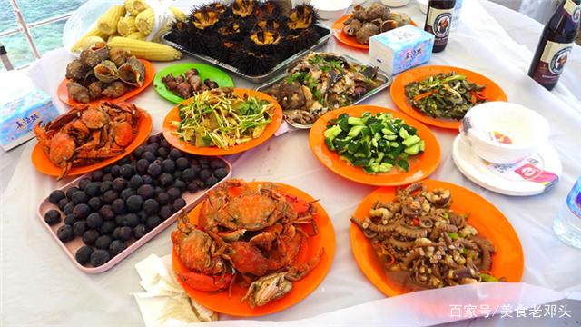 出差去同学家蹭饭,她老妈特意做一桌海鲜招待,一顿让我吃个够!