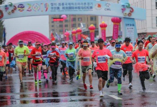 2019卡尔美·和龙国际半程马拉松赛领跑金秋