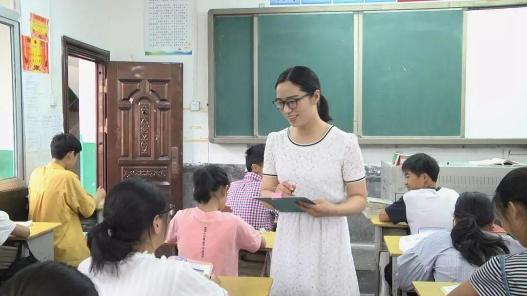 且行且思听拔节——记寺坪镇中心学校教师李琴
