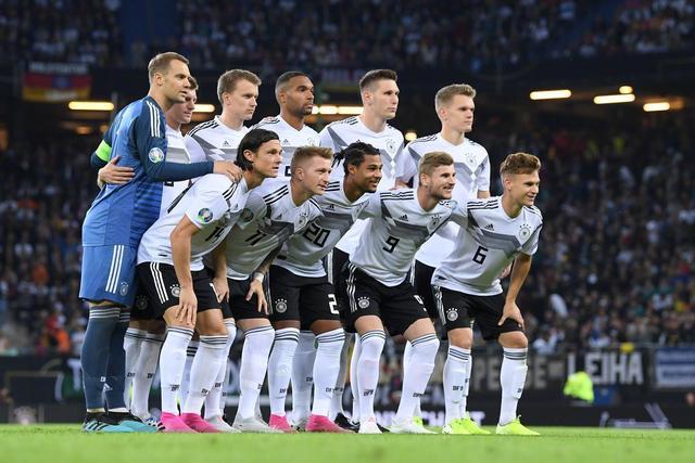 世界冠军被打爆!荷兰队今夜展现真正全攻全守 德国净吞4球惨败_德国新闻_德国中文网
