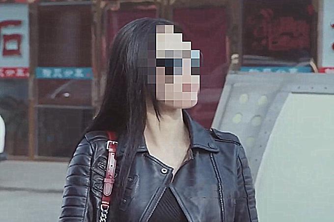 天津一女子抢车位不成,围停放车辆暴走一圈,赔了一万三还被判刑