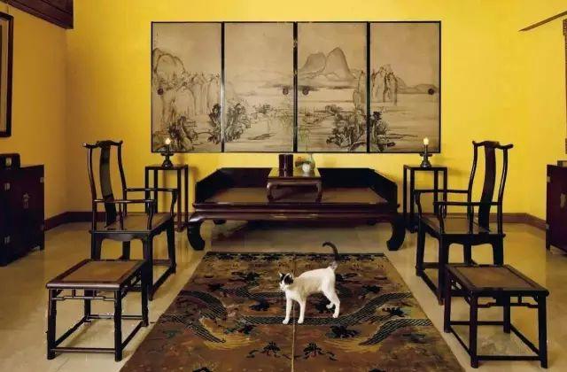 将藏品合理的融入居住的空间,将其变成一座博物馆