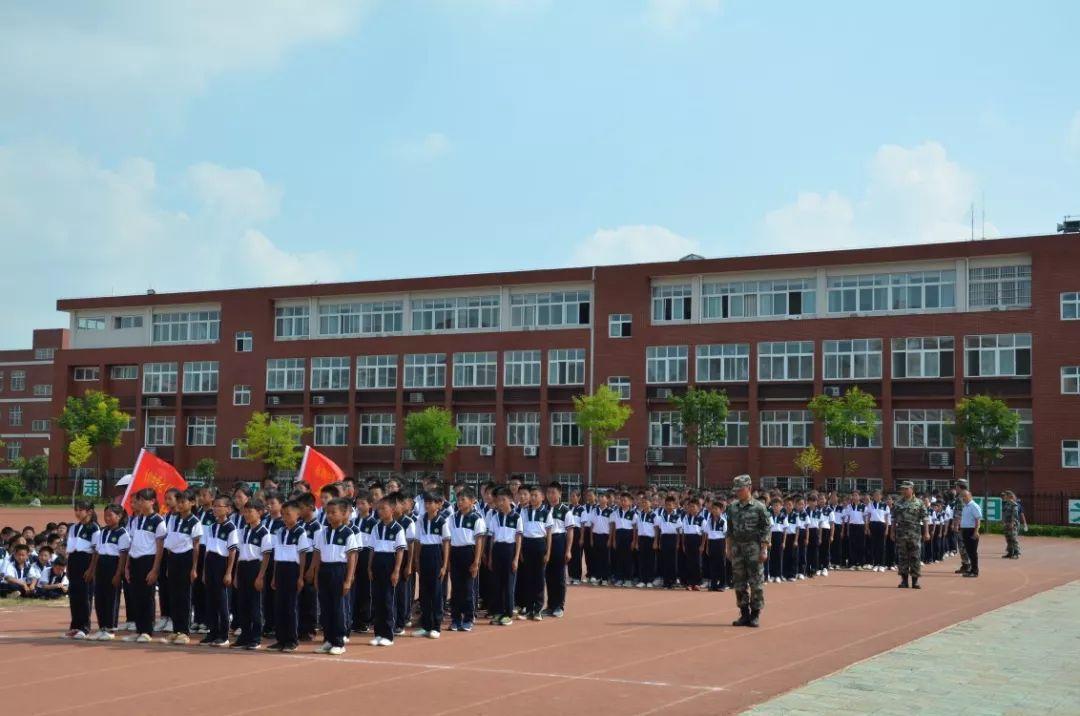 固始县永和中学2019级七年级新生军训会操表演激情绽放