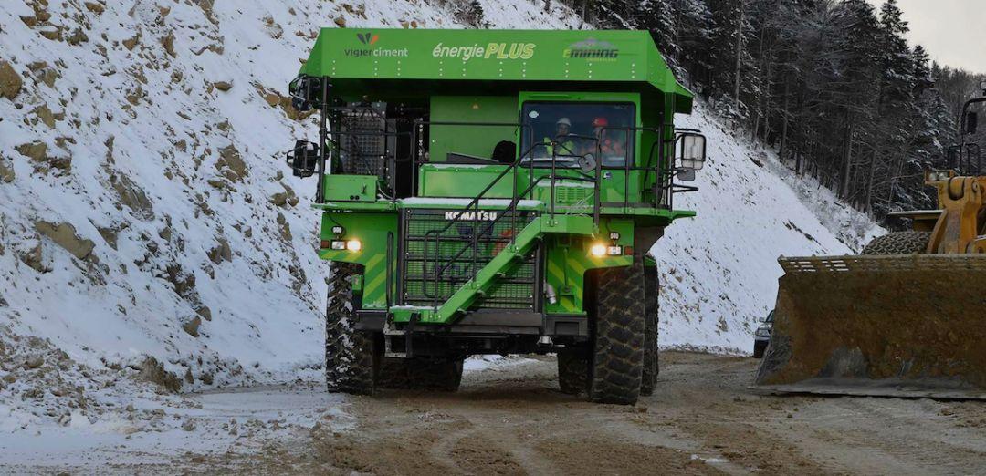不费油也不充电,每天还能载着65吨矿石跑山头,这卡车到底有啥黑科技?